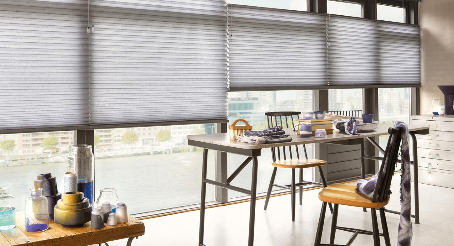 Consejos útiles para utilizar cortinas y persianas al cubrir tus ventanas