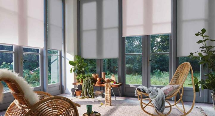 Cortinas blackout vs cortinas light filtering ¿Cuál deberías usar en tu sala?