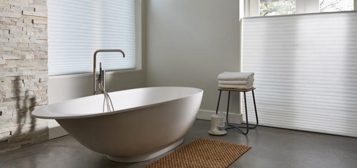 ¿Cómo elegir las mejores cortinas y persianas para el baño?