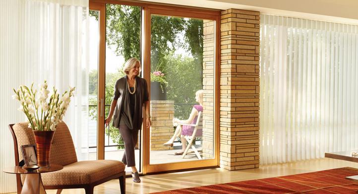 Cómo deberías decorar tus puertas plegables: ¿con cortinas o persianas?