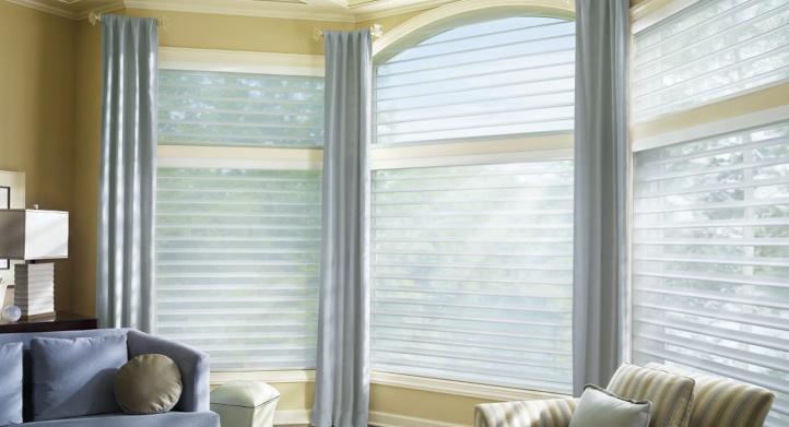 ¿Puedo colocar cortinas y persianas en una misma ventana?