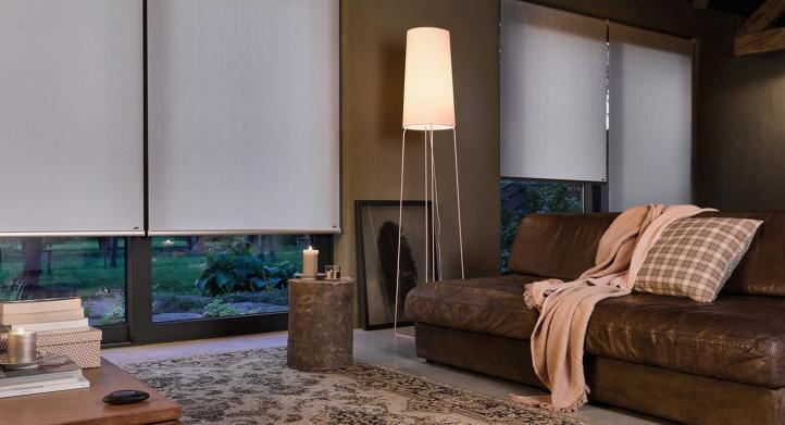 ¿Qué modelos de cortinas y persianas brindan oscuridad completa?